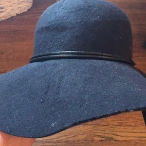Black felt JESSICA McCLINTOCK Fall floppy hat